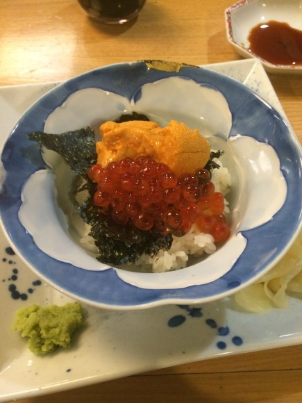 An uni and ikura mini bowl from Hatsuhana