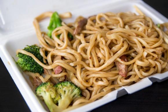 Roast-pork pan-fried noodles